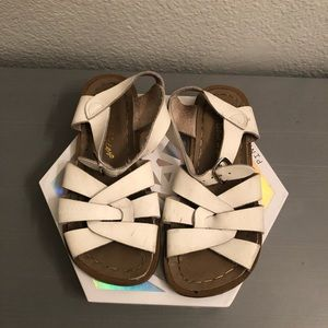 Girls white salt water sandals   used size 13
